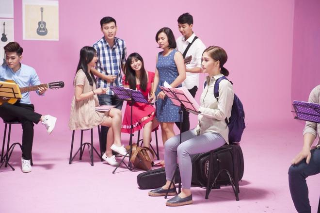 Miu Le hoa co em gai de thuong cua Thuy Tien trong MV moi hinh anh 2