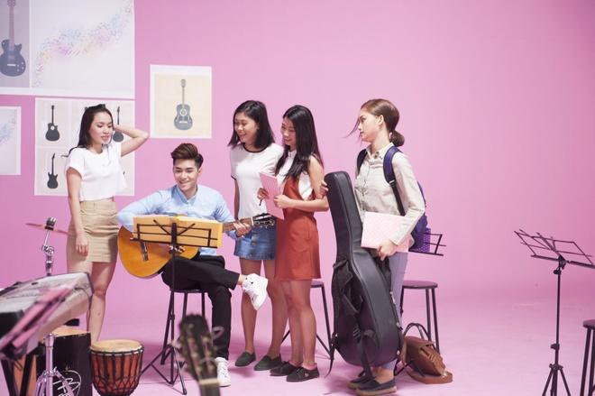 Miu Le hoa co em gai de thuong cua Thuy Tien trong MV moi hinh anh 3