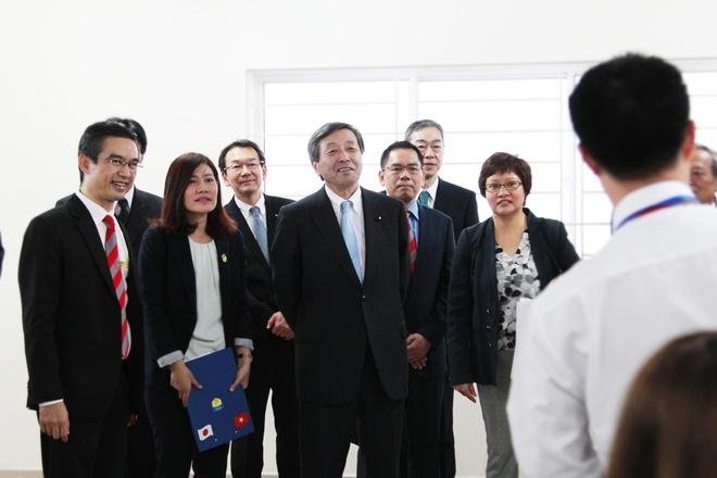 Bo truong Nhat Ban tham va lam viec tai HUTECH hinh anh 3