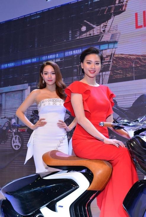 Minh Hang va Ngo Thanh Van khoe dang voi moto Yamaha hinh anh 2