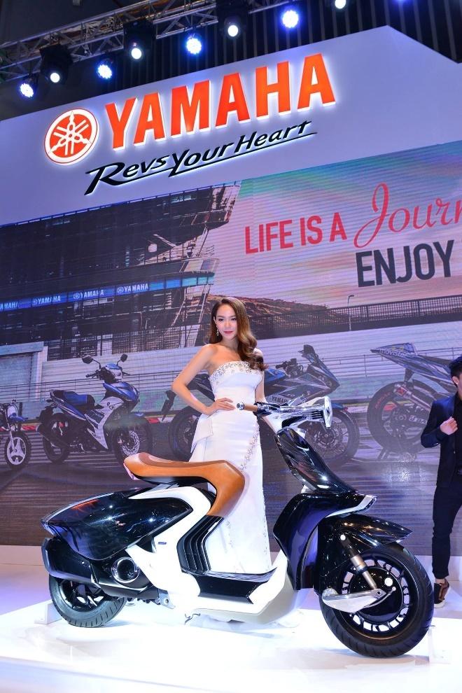 Minh Hang va Ngo Thanh Van khoe dang voi moto Yamaha hinh anh 3