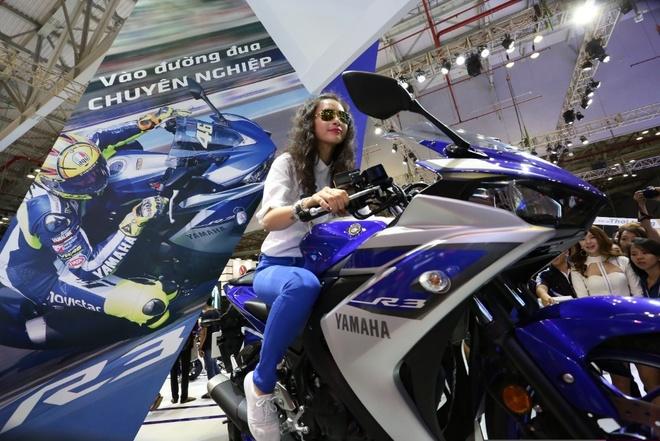 Minh Hang va Ngo Thanh Van khoe dang voi moto Yamaha hinh anh 5
