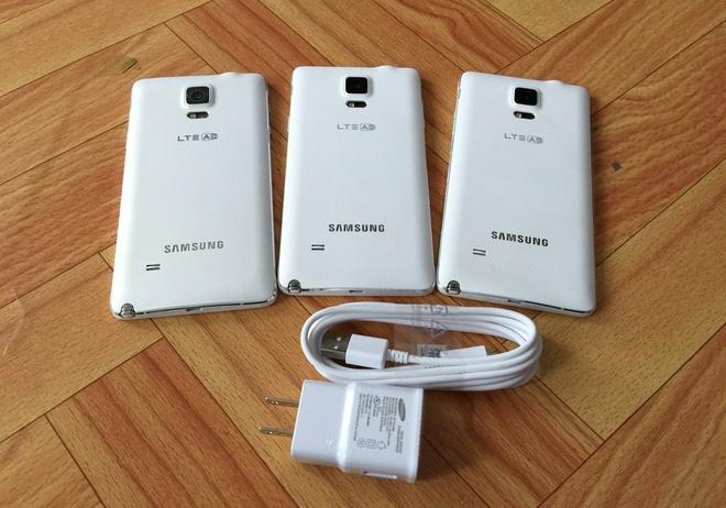 Loat smartphone Samsung giam gia gan 10 trieu dong hinh anh 1