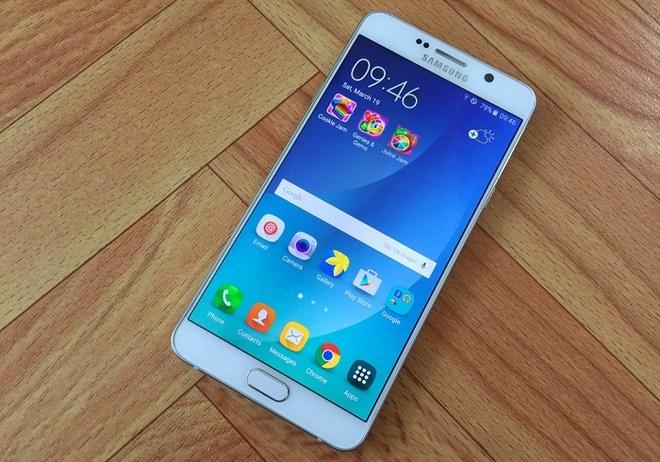 Loat smartphone Samsung giam gia gan 10 trieu dong hinh anh 5