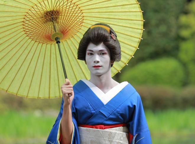 Big Daddy hoa geisha dao pho Nhat Ban hinh anh