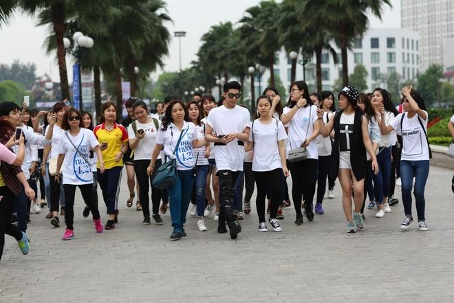 Thanh Hang than thien nhay cung fan Ha Noi hinh anh 4