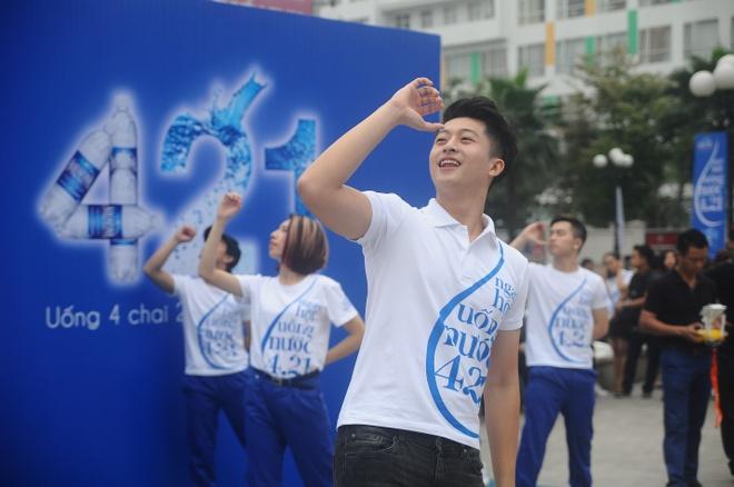 Thanh Hang than thien nhay cung fan Ha Noi hinh anh 8