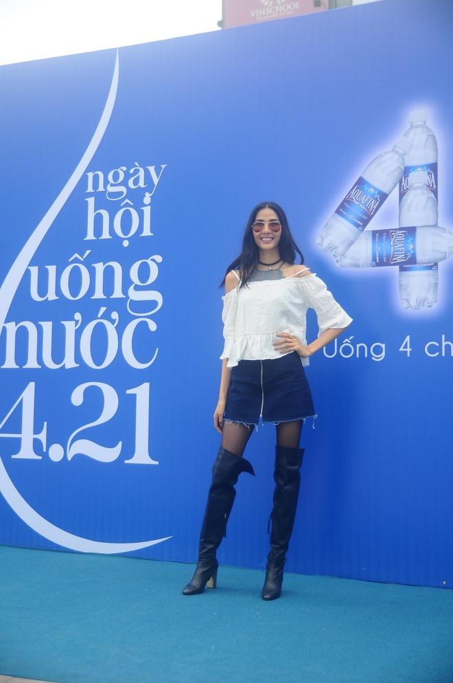 Thanh Hang than thien nhay cung fan Ha Noi hinh anh 9