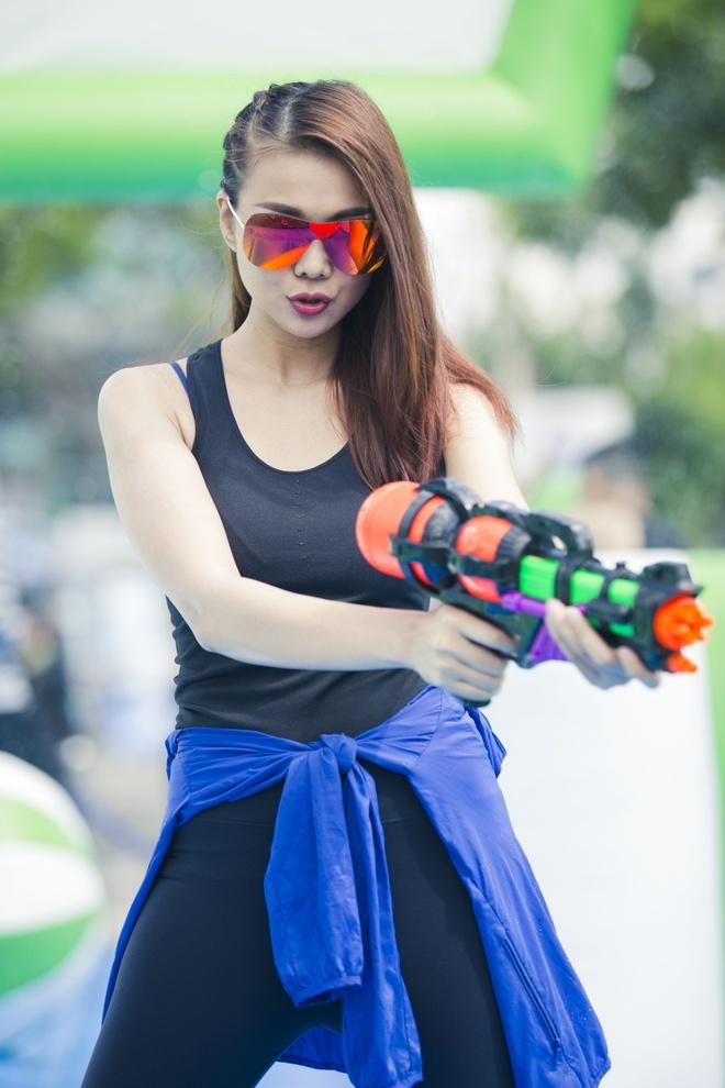 Thanh Hang, Trong Hieu hao hung dau sung nuoc giua pho hinh anh 5