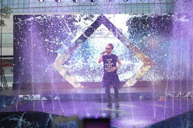 Trong Hieu Idol khuay dong san khau nhac nuoc cung fan hinh anh 5