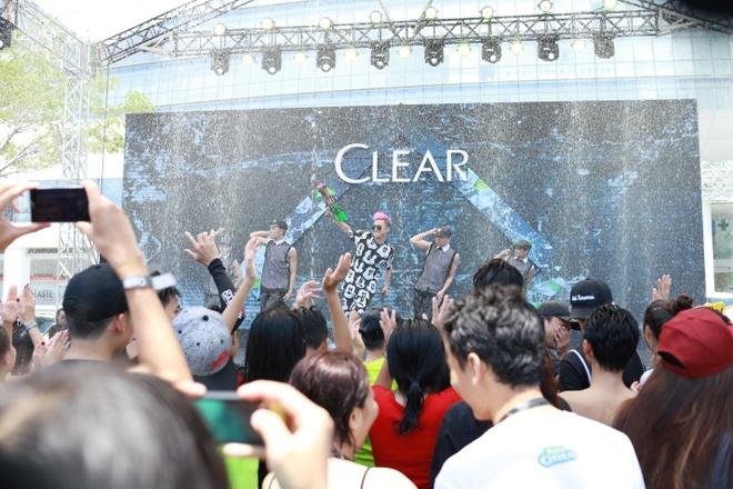 Trong Hieu Idol khuay dong san khau nhac nuoc cung fan hinh anh 6