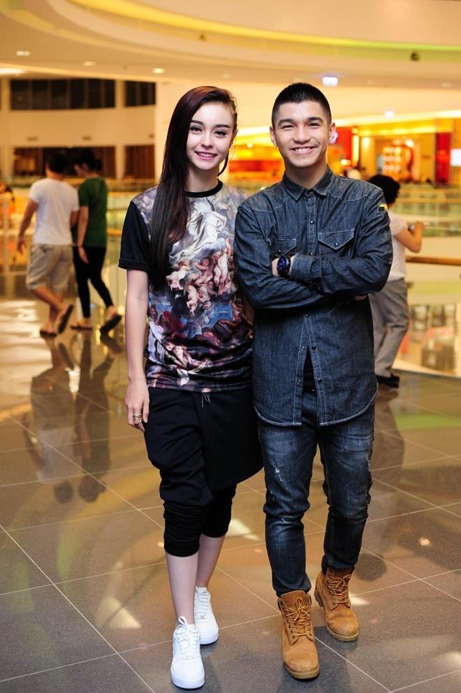 Cuong Seven ru ban gai truot nuoc tren duong pho Ha Noi hinh anh 1