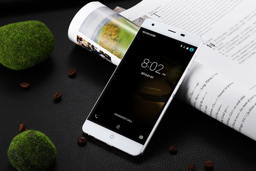 Smartphone pin 6.050 mAh, RAM 3 GB hut khach hinh anh 1