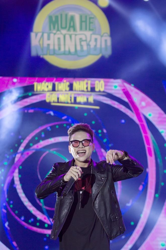 Son Tung M-TP mang 'Giai nhiet mua he' den Nha Trang hinh anh 2