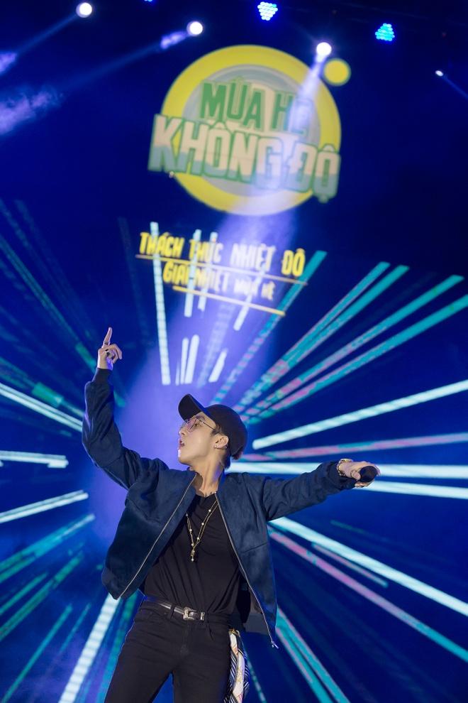 Son Tung M-TP mang 'Giai nhiet mua he' den Nha Trang hinh anh 4