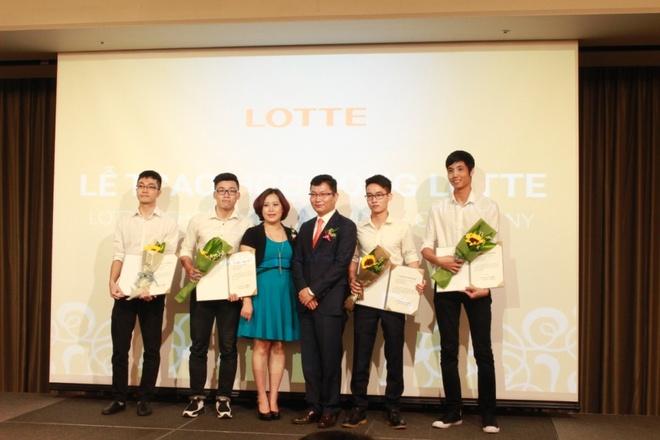 Lotte trao 76 suat hoc bong cho sinh vien Ha Noi hinh anh 3