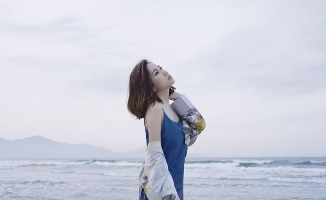 Fashionista Tram Nguyen goi y cach ung dung xu huong don sac hinh anh 3