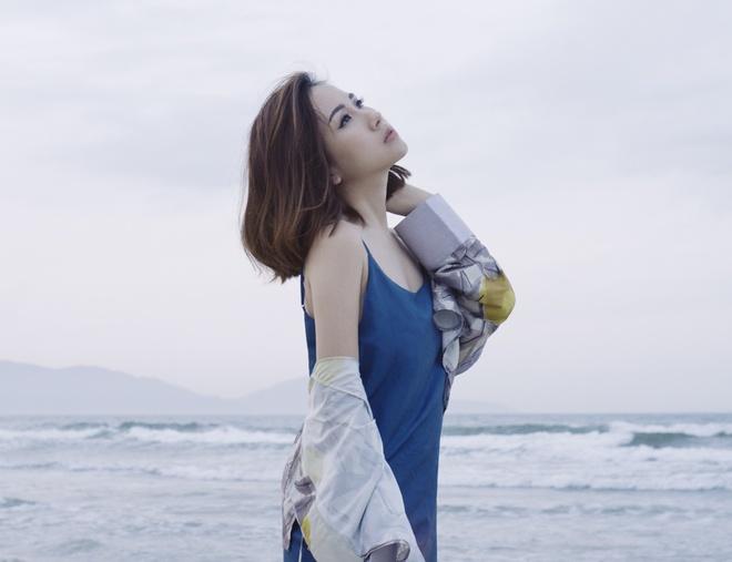 Fashionista Tram Nguyen goi y cach ung dung xu huong don sac hinh anh