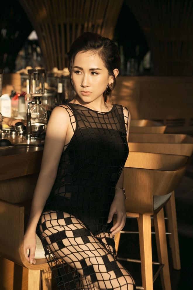 Fashionista Tram Nguyen goi y cach ung dung xu huong don sac hinh anh 4