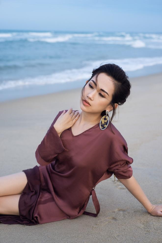 Fashionista Tram Nguyen goi y cach ung dung xu huong don sac hinh anh 5