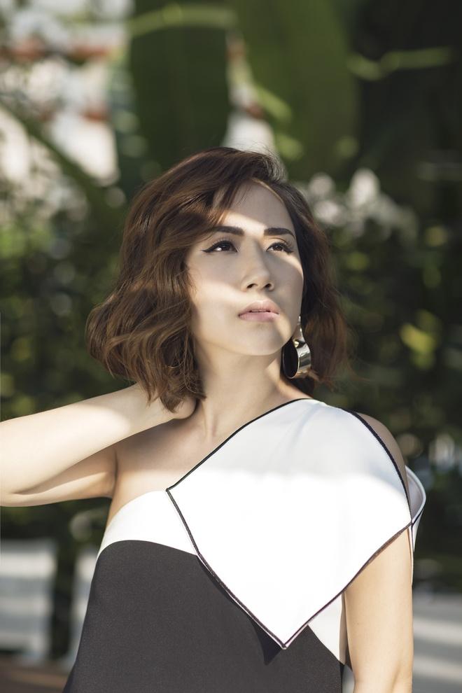 Fashionista Tram Nguyen goi y cach ung dung xu huong don sac hinh anh 6