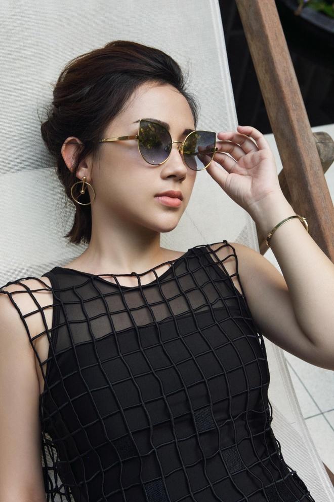 Fashionista Tram Nguyen goi y cach ung dung xu huong don sac hinh anh 7