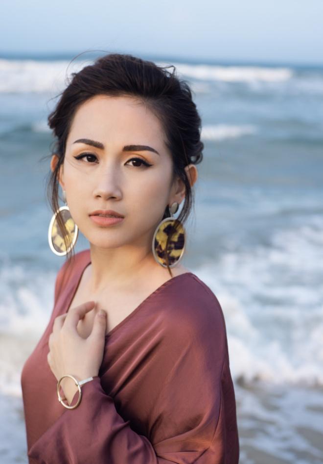 Fashionista Tram Nguyen goi y cach ung dung xu huong don sac hinh anh 9
