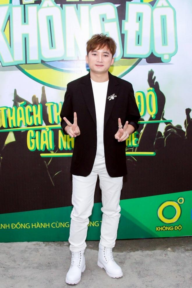 Hoang Thuy Linh khuay dong san khau voi vu dieu goi cam hinh anh 9
