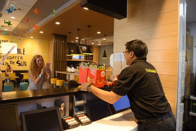 McDonald's Viet Nam tri an nhan vien bang hinh thuc la hinh anh 1