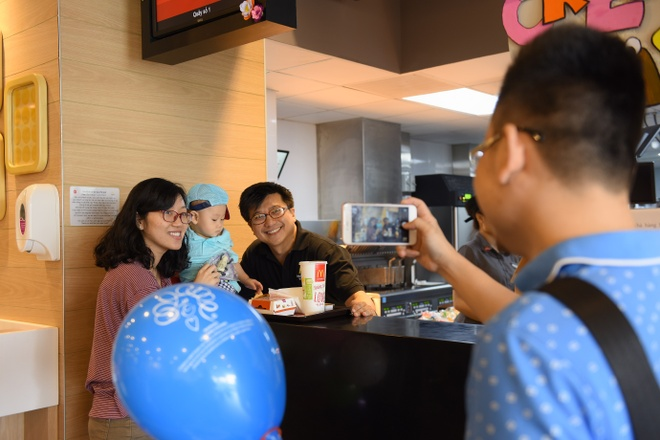 McDonald's Viet Nam tri an nhan vien bang hinh thuc la hinh anh 3
