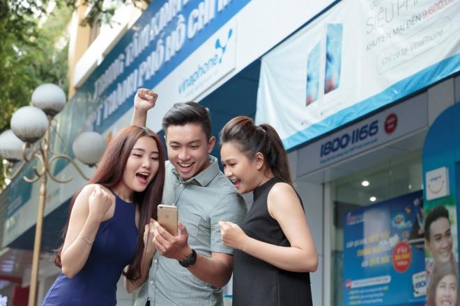 VinaPhone tang khach hang qua hap dan dip sinh nhat 20 nam hinh anh 3