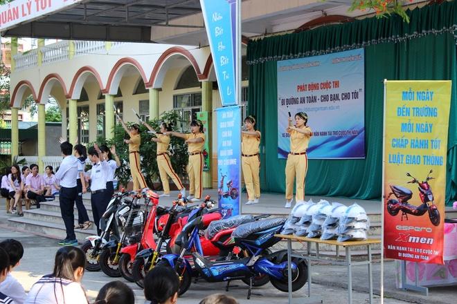 2.000 truong tham gia 'Di duong an toan - cho ban, cho toi' hinh anh 2