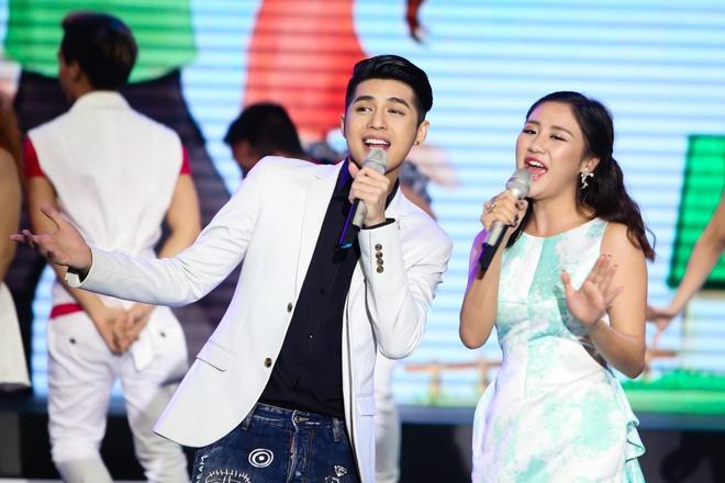 Noo Phuoc Thinh lan dau song ca cung Van Mai Huong hinh anh 4