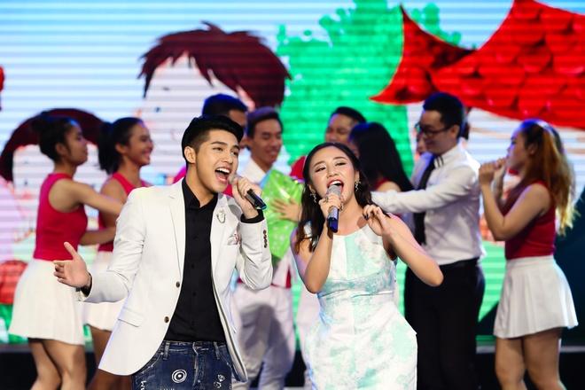 Noo Phuoc Thinh lan dau song ca cung Van Mai Huong hinh anh 2
