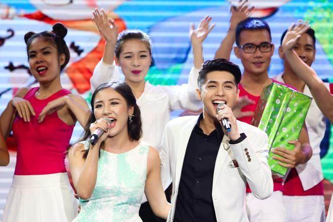 Noo Phuoc Thinh lan dau song ca cung Van Mai Huong hinh anh 3