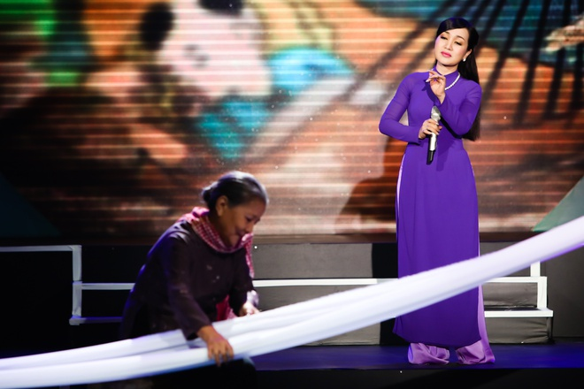 Noo Phuoc Thinh lan dau song ca cung Van Mai Huong hinh anh 9