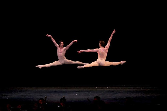 Paris Ballet: Dem nghe thuat cua tinh yeu thang hoa hinh anh 3