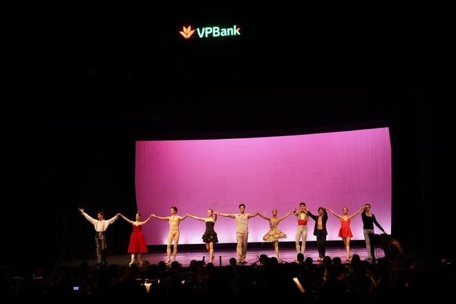 Paris Ballet: Dem nghe thuat cua tinh yeu thang hoa hinh anh 5