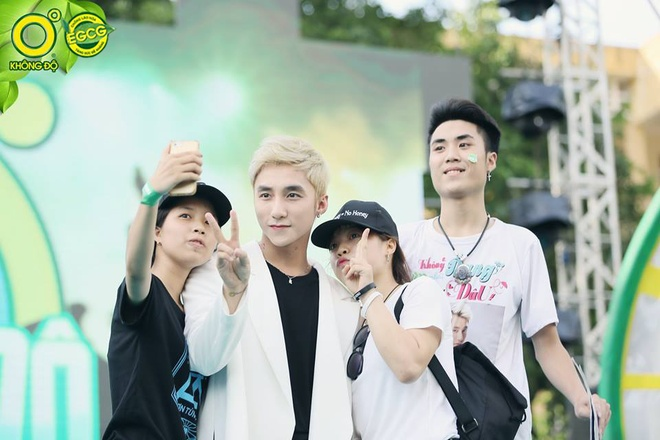 Son Tung M-TP, Vu Cat Tuong hoi ngo gioi tre Hai Phong hinh anh 4