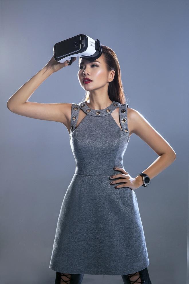 Kha nang bien hoa khong gioi han cua sieu mau Thanh Hang hinh anh 2