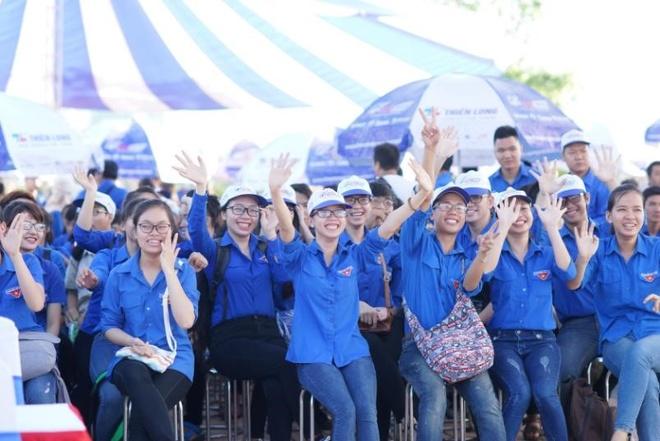 Hon 3.000 ban tre Da Nang tham gia tiep suc mua thi 2016 hinh anh 1