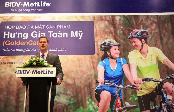 TGD BIDV MetLife: 'Thi truong bao hiem Viet Nam con tang' hinh anh 1