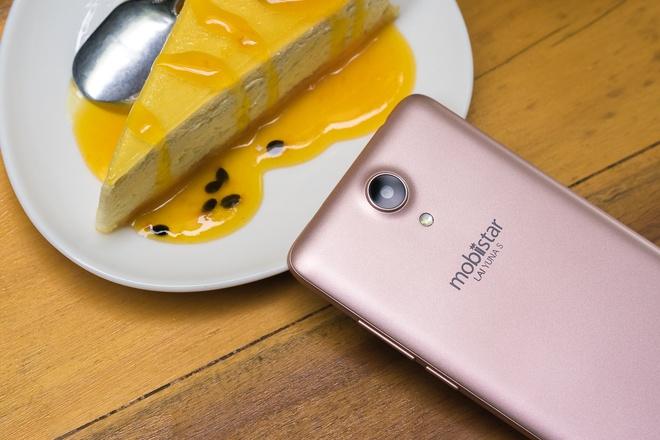 Camera chuyen selfie 8 MP cua LAI Yuna S phien ban vang hong hinh anh