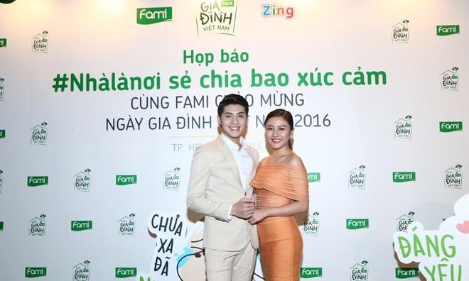 Noo Phuoc Thinh 'cam nang' Van Mai Huong trong MV moi hinh anh 1