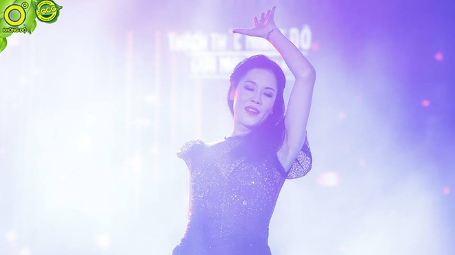 Thu Phuong ngau hung hat hit 'Nang am xa dan' cua Son Tung hinh anh 3