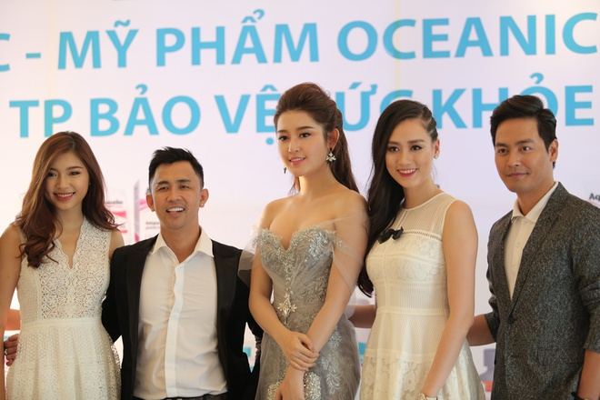Huyen My sanh vai Phan Anh tai le ra mat san pham lam dep hinh anh