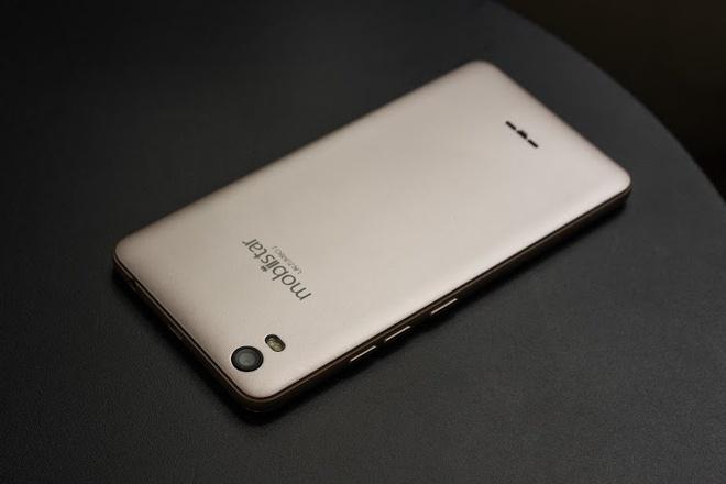 LAI Zumbo J: Man hinh cong 2,5D, RAM 2 GB gia 2 trieu dong hinh anh 3
