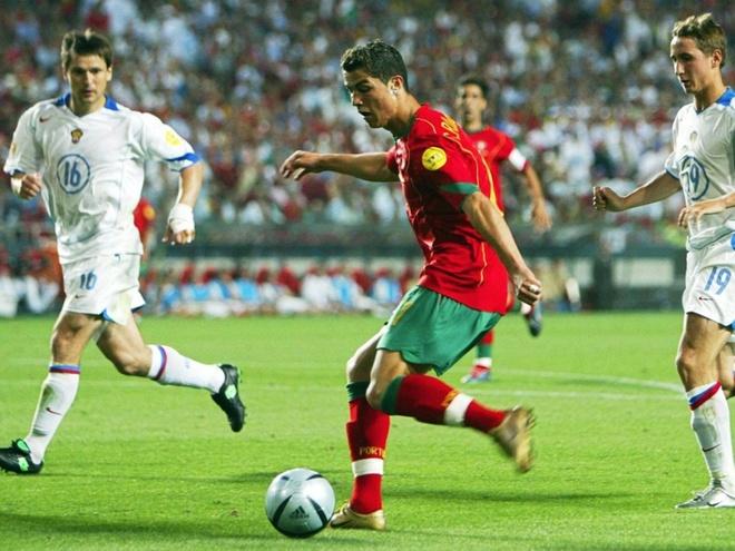 Su truong thanh cua Cristiano Ronaldo sau 4 mua Euro hinh anh 1