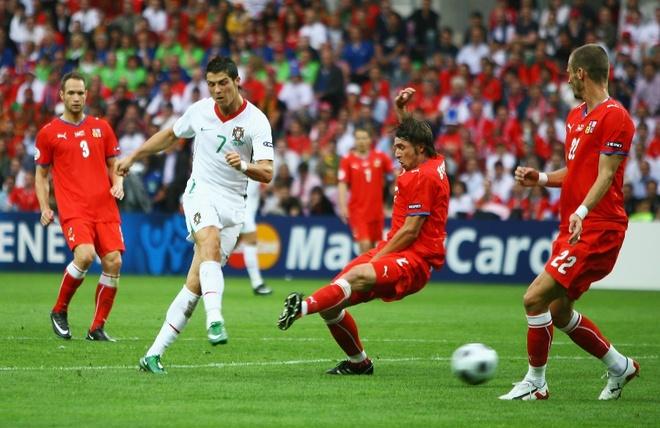 Su truong thanh cua Cristiano Ronaldo sau 4 mua Euro hinh anh 3