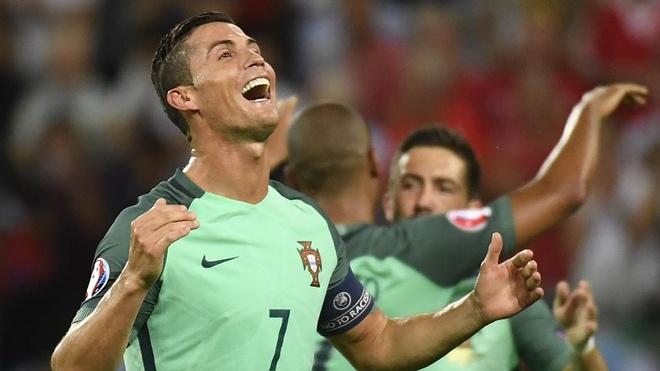 Su truong thanh cua Cristiano Ronaldo sau 4 mua Euro hinh anh